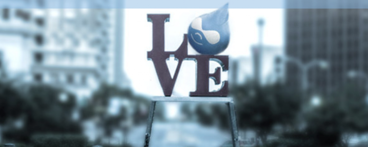 Drupaldelphia logo superimposed on the Philadelphia Love Statue