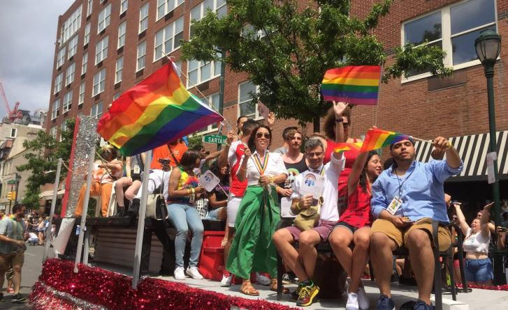 Image of employees on Mazzoni Center float for 2017 Pride Parade